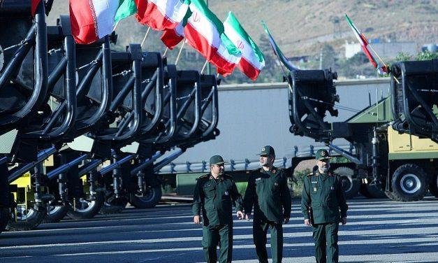 الحرس الثوري الإيراني يجري تدريبات قرب الحدود العراقية