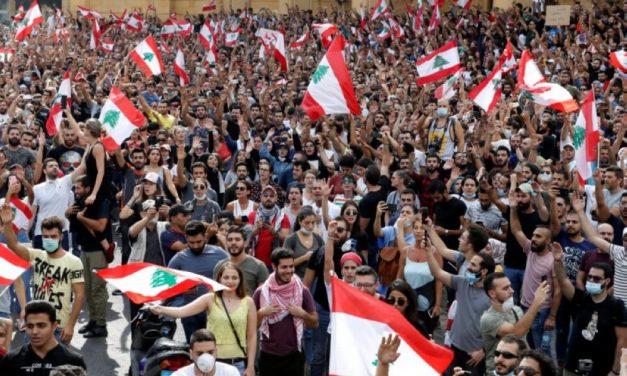 لبنان – سيارة تدهس مجموعة من المتظاهرين وأنباء عن سقوط جرحى