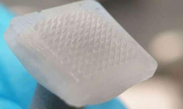 ابتكار إبر مجهرية لتوصيل الخلايا الجذعية إلى طبقات الجلد العميقة